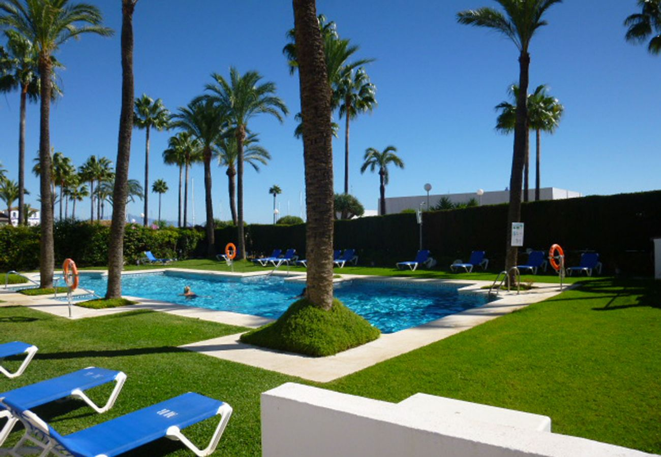ZapHoliday - 2105 - locacion apartment in La Duquesa, Costa del Sol - swimming pool