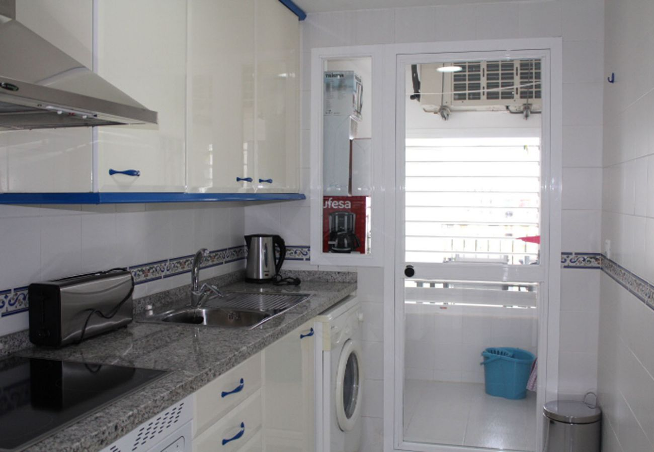 ZapHoliday - 2105 - apartment rental in La Duquesa, Costa del Sol - kitchen