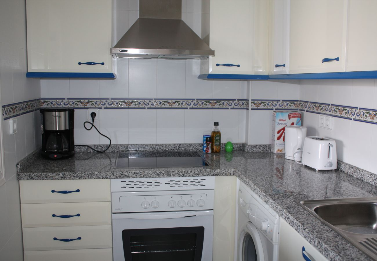 Zapholiday - 2099 - Apartment for rent at Golf La Duquesa, Costa del Sol - kitchen