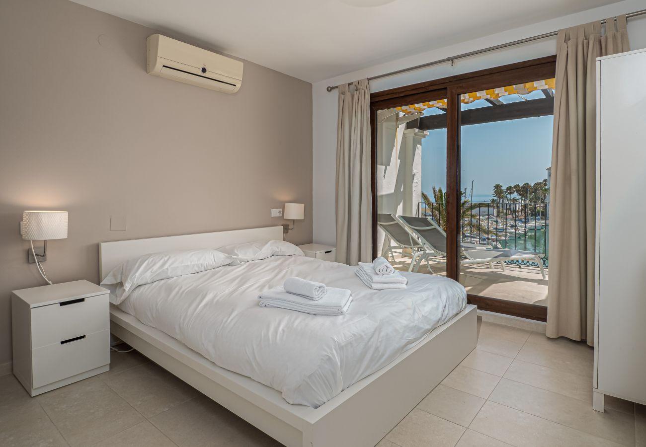 Zapholiday - 2001 - Puerto de la Duquesa apartment, Costa del Sol - bedroom