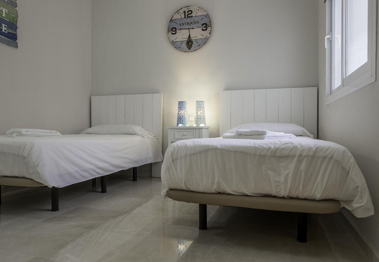 Apartment in Estepona - Alcazaba Lagoon 2168