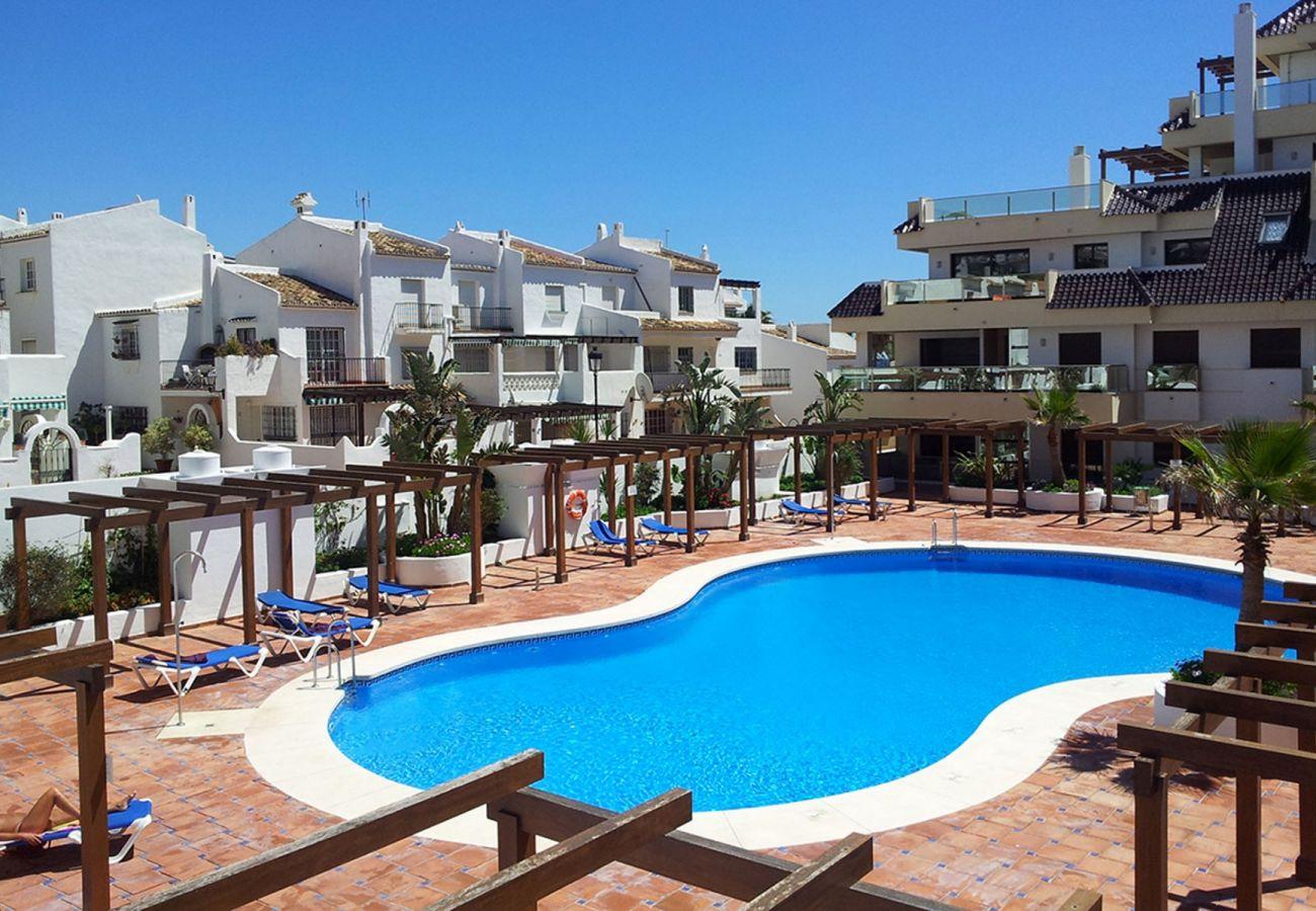 Zapholiday - 2218 - La Duquesa holiday apartment - swimming pool