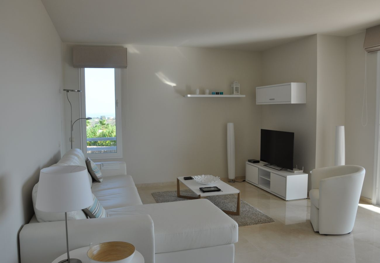 Zapholiday - 2221 - Estepona holiday apartment - living room