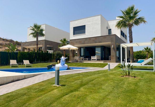 Villa/Dettached house in Manilva - Bahia de las Rocas 2254