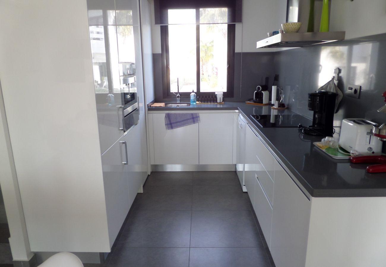 Zapholiday - 3026 - Golf Las Ramblas apartment, Costa Blanca - kitchen