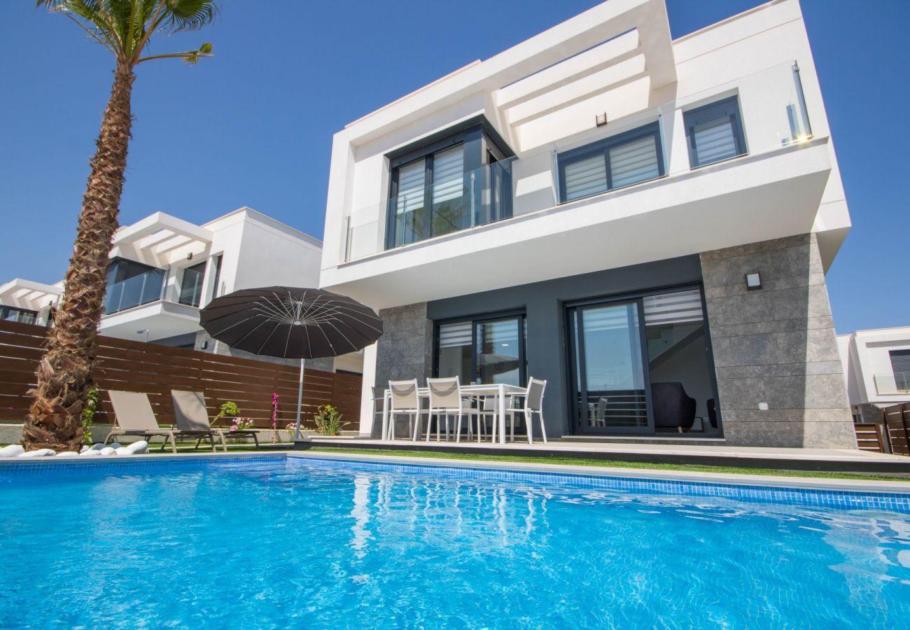 Zapholiday - 3034 - villa Vistabella golf, Alicante - swimming pool