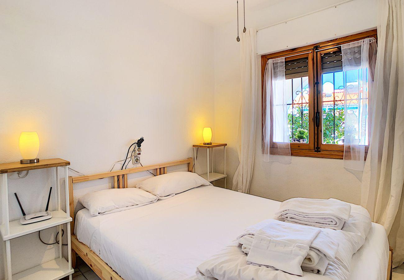Zapholiday - 3046 - rental apartment Villamartin, Costa Blanca - bedroom