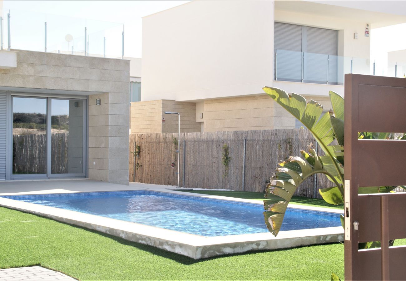 Zapholiday - 3053 - rental Villa Vistabella golf, Alicante - swimming pool