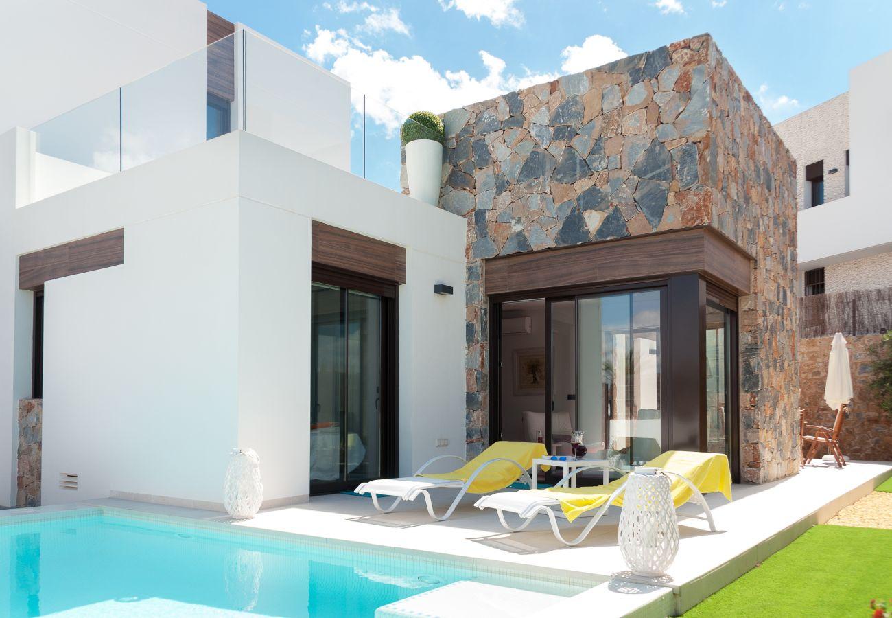 Zapholiday - 3019 - Villa Algorfa, Alicante - swimming pool