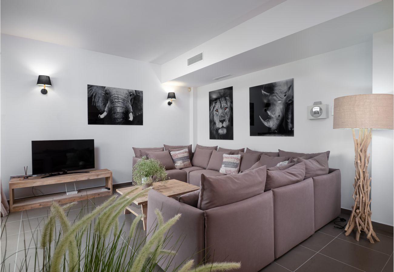 Zapholiday - 2301 - Villa Estepona, Costa del Sol - living room