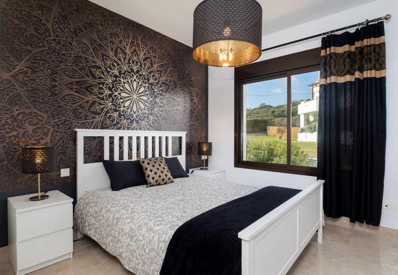 ZapHoliday - 2305 - apartment rental in La Alcaidesa, Costa del Sol - bedroom